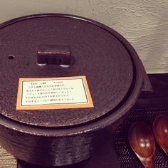 土鍋は遠赤外線効果で美味しくご飯が炊き上がります。時間も20〜25分程度で出来上がるレシピもあります。白米は炊く前に少し水につけて炊いてください。調味料は...