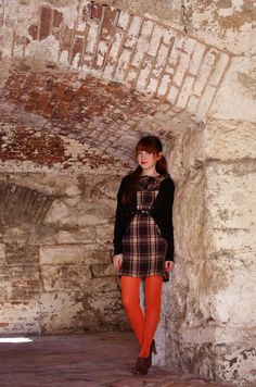 Where Time Hovers Ghostlike Orange Tights, Colored Tights Outfit, Coloured Tights, Geek Chic Outfits, Girl Outfits, Fall Fashion Colors, Autumn Fashion, Frocks For Girls, Clothes Horse