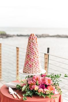 Pop of Pink Wedding, pink donut wedding cake alternative at the Montage Kapalua Bay in Hawaii. Dream turned reality by Florist- Many Grace Designs, Planner- The Besharati Group and Photographer- Sanaz Photography. Doughnut Wedding Cake, Wedding Donuts, Doughnut Cake, Floral Wedding Cakes, Cake Wedding, Wedding Cake Flavors, Salty Cake, Cake Trends, Halloween Cakes