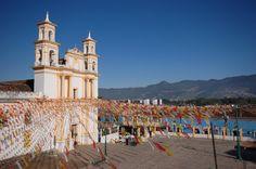 La historia mexicana viva en los muros de #SanCristobal de las Casas, uno de los pueblitos coloniales más pintorescos de #Chiapas. http://www.bestday.com.mx/San-Cristobal/ReservaHoteles/