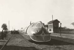 The Talgo, a Spanish fast train Japan Train, Transportation Technology, Train Times, Train Art, Old Trains, Electric Locomotive, Futuristic Cars, Retro Futurism, Dieselpunk