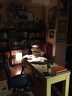 fantashy Study Desk, Study Space, Study Office, Workspace Inspiration, Study Inspiration, Zones D'étude, Library Bedroom, Writers Desk, Study Pictures