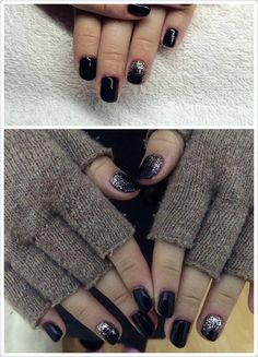 black colour gel lac nail with silver powder
