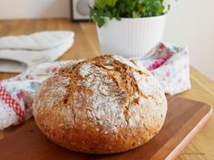 Delicious Homemade Bread with sunflower seeds, sesame seeds and linseeds. Savory Pastry, Savoury Baking, Daily Bread, Bread Recipes, Mango, Brunch, Favorite Recipes, Homemade, Meals