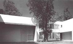 Fachada del jardín, Casa Gálvez, calle Pimentel 10, Chimalistac, Álvaro Obregón, CIudad de México 1955  Arq. Luis Barragán  Foto. Alberto Moreno Guzmán -   Garden facade, Galvez House, Pimentel 10, Chimalistac, Alvaro Obregon,  Mexico City, 1955