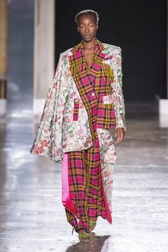 Shuting Qiu Full Lenght at Milan Fashion Week Spring 2020 - Livingly Slow Fashion, Fashion 2020, Runway Fashion, Milan Fashion, Womens Fashion, High Fashion Makeup, Bright Hair Colors, Hair Shows, Funky Hairstyles