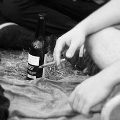 """Uns gehts guuuuuut! #bierbier #bier #joint #smoke #blackandwhite  #bw #friendship #chillimilli  #sunshine"""