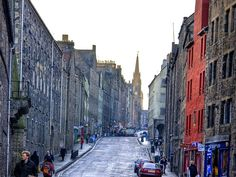 """Edinburgh's Royal Mile: """"The largest, longest and finest street for Buildings and Number of Inhabitants, not only in Britain, but in the World...""""    (Daniel Defoe, 1723)"""