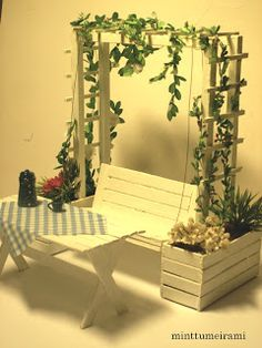 minttumeiramin miniatyyrit: Lepopaikka puutarhassa – Swing Miniature Miniatures: Resting in the Garden – Swing Popsicle Stick Crafts, Craft Stick Crafts, Popsicle Stick Houses, Sticks Furniture, Furniture Ideas, Steel Furniture, Pallet Furniture, Kitchen Furniture, Furniture Design