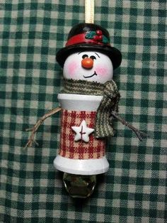 Handmade Snowman Spool Ornament Cowboy hat and bandana.burlap middle and cowboy boots. Christmas Ornaments To Make, Christmas Items, Christmas Snowman, Christmas Projects, Handmade Christmas, Christmas Holidays, Christmas Decorations, Snowman Crafts, Holiday Crafts