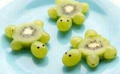 Que linda essa tartaruguinha de uvas verdes e kiwi!