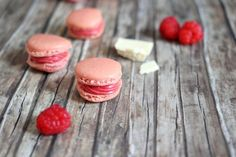 Macarons for beginners - with raspberries {Eat.} - Macarons for beginners – with raspberries and white chocolate {Eat.} By kathastrophal. Chocolate Pastry, Homemade Chocolate, Melting Chocolate, White Chocolate, Types Of Cakes, Cupcakes, Best Food Ever, Clean Eating Snacks, Love Food