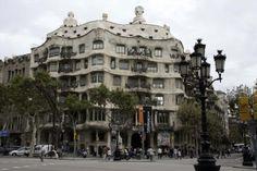 Casa Milà - La Pedrera www. La Pedrera, Cruise Reviews, Antoni Gaudi, Shore Excursions, Beautiful Places To Visit, Barcelona Spain, Day Tours, Places Ive Been, To Go