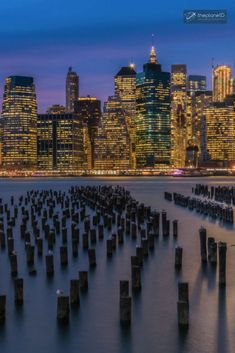 NYC at Night, New York | Travel photography to inspire wanderlust. Travel inspiration from around the world. | Blog by the Planet D #Travel #TravelPhotography #Wanderlust #TravelInspiration #NYC #NewYork