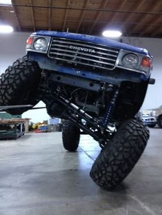with big block chevy & suspension Toyota Trucks, Lifted Ford Trucks, 4x4 Trucks, Cool Trucks, Toyota Tacoma Trd, Toyota 4runner, Audi Tt, Ford Gt, Landcruiser Ute