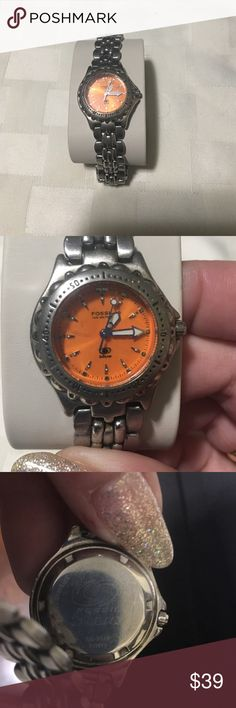 fossil  Blue orang face watch. Beautiful orange face Fossil Blue lady's watch sized to fit a 7in wrist ( no extra links)  Case ColorSilver GenderWomen's Case FinishMatte & Polished Features12-Hour Dial, Date Indicator. HAS NEW BATTERY! working condition Will come in white fossil box. Great everyday watch. Band does have some minor scratches and scuffs but face has no scratches. Fossil Accessories Watches
