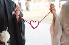 『運命の赤い糸』を結ぼう♡花嫁さんに大流行中の赤い糸は材料2つで手作りできる* | marry[マリー]