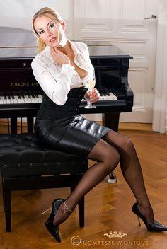 Comtesse Monique https://www.facebook.com/comtesse.monique