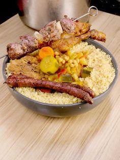 Couscous royal (agneau, poulet, merguez) Grits, Paella, Quinoa, Lamb, Buffet, Easy Meals, Easy Recipes, Dinner Recipes, Pork