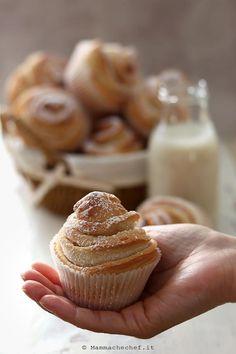 Cruffin - La ricetta senza burro e uova - di Mammachechef Sweet Recipes, Vegan Recipes, Light Cakes, Biscotti, Healthy Desserts, Mini Cupcakes, Gelato, Muffins, Good Food