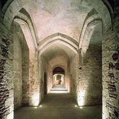 Bezoek de archeologische overblijfselen van het voormalige Paleis van Brussel. In 1731 werd dit reusachtige paleis op de Coudenberg verwoest door een brand en vandaag de dag is deze archeologische site een leuk uitstapje waard.