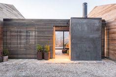 passage maison et annexe bardage bois ajouré #interior #wall #natural #wood #interiordesign