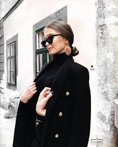 All black, black turtleneck & black coat with black denim, , Street Style, Adrette Outfits, Fall Outfits, Fashion Outfits, Womens Fashion, Fashion Trends, Black Outfits, Woman Outfits, Fashion Clothes, Fashion Shoes