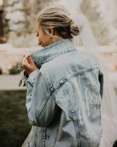 In love with this look 😍 are you considering a denim or leather jacket for your wedding day? Tell us below 👇🏽 Wedding Planning Tips, Wedding Tips, Wedding Day, Winter Bride, Fall Winter, Jacket Images, Winter Wonderland Wedding, Cool Jackets, Wedding Looks