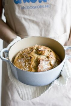 Klikk her for oppskriften på et kjempegodt, grovt grytebrød! Cheeseburger Chowder, Cornbread, Baked Goods, Oatmeal, Soup, Baking, Breakfast, Ethnic Recipes, Desserts