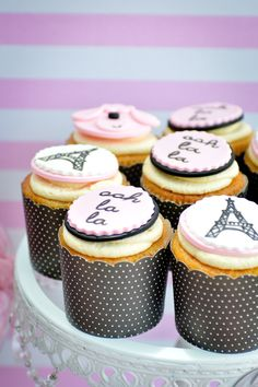 Cupcakes at a Paris Party parisparty cupcakes Yummy Cupcakes, Cupcake Cookies, Cupcake Toppers, Cupcake Wrapper, Fondant Toppers, Fondant Cupcakes, Cupcake Party, Cupcake Ideas, Macaroons