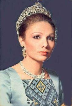 Farah Pahlavi, Iran's Ex-Empress, Receives the Anne Morrow Lindbergh Grace and Distinction Award 2005