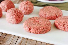 How to Build a Better Burger – Food – Hoe bouw je een betere hamburger – Eten – Healthy Burger Recipes, Beef Recipes, Dog Food Recipes, Beef Meals, Making Burger Patties, Hamburger Patties, How To Make Burgers, Best Homemade Burgers, Beste Burger