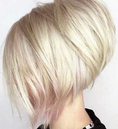 50 Chic & Classic Bob Hairstyles with an Extra Touch of Femininity 2019 - With H. Stacked Bob Hairstyles, Bob Hairstyles For Fine Hair, Medium Bob Hairstyles, Choppy Haircuts, Blonde Bob Haircut, Lob Haircut, Chin Length Bob, Bobs For Thin Hair, Classic Bob