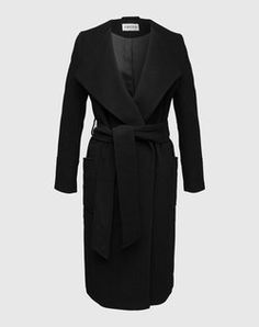 The perfect coat for cold days - Click on the picture to shop the product on EDITED.de
