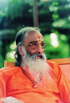 "THE GURU ""The guru is nothing but pure consciousness, Bliss and eternal wisdom"".  By Swami Chinmayananda."