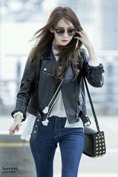 Girls Generation Yoona - Born in South Korea in Snsd Airport Fashion, Snsd Fashion, Korea Fashion, Asian Fashion, Girl Fashion, Fashion Looks, Womens Fashion, Korean Airport Fashion Women, Petite Fashion