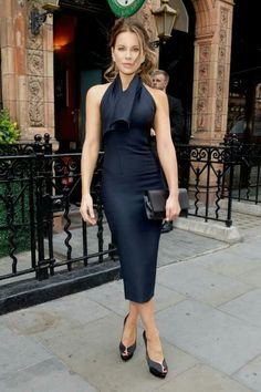 English rose Kate Beckinsale looks effortlessly elegant in a navy dress as she attends the Lady Dior party in London Kate Beckinsale, Navy Dress, Blue Dresses, Ladies Dresses, Party In London, Celebrity Dresses, Celebrity Style, Celebrity Photos, Daily Fashion