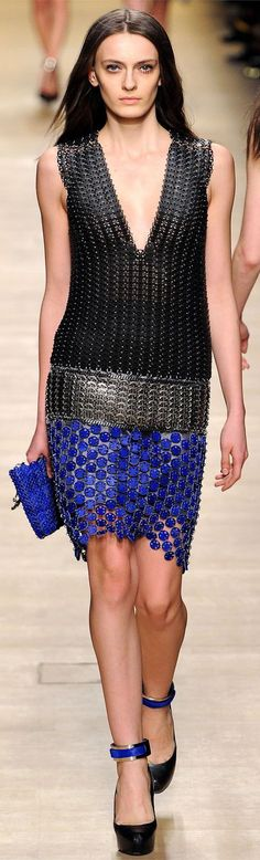 Paco Rabanne Fall 2012 Ready-to-Wear Collection - Vogue Paris Fashion, Love Fashion, High Fashion, Fashion Show, Autumn Fashion, Womens Fashion, Fashion Design, Paco Rabanne, Glamorous Chic Life