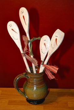 Snowmen from wooden spoons....will now be looking for wooden spoons at garage sales and goodwill!!! :)