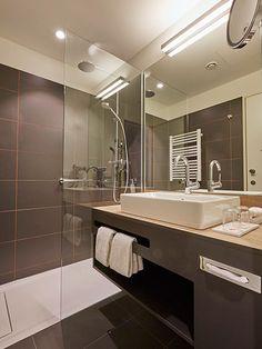 """Blick ins Bad des Ramada Hotel Hamburg City Center  => Besonderheit hier ist, dass das WC """"separat"""" ist"""