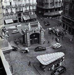 Al final de la Calle Montera, en la denominada Red de San Luis estuvo este templete diseñado por Antonio Palacios que servía de acceso para la estación de Metro y contaba con varios ascensores. Estuvo operativo entre 1920 y 1970 cuando se trasladó a O Porriño, localidad natal del arquitecto.