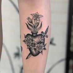 101 Amazing Sacred Heart Tattoo Ideas That Will Blow Your Mind! Sacred Heart Tattoos, Heart Tattoos Meaning, Simple Heart Tattoos, Heart Tattoo Designs, Traditional Heart Tattoos, Small Traditional Tattoo, Heart Flower Tattoo, Red Flower Tattoos, Bright Tattoos