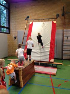 Ninja Warrior Course, American Ninja Warrior, Parkour Kids, Kindergarten Classroom Setup, Physical Education Games, Aspergers, Kids Sports, Team Building, Yoga