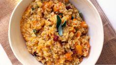 Tohle jídlo je koncentrovaný podzim na talíři ve své nejlepší podobě. Fantastická barva, hladivá konzistence a ta vůně…! Když vás podzimní vítr přes den trochu pocuchá, rizoto z dýně vám určitě zlepší náladu.