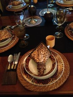 Beautiful Leopard print dishes! & Leopard print dinnerware for an out of Africa theme party #leopard ...