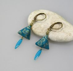Blue origami earrings by terredepassion Paper Earrings, Wood Earrings, Diy Earrings, Earrings Handmade, Handmade Jewelry, Quilling Jewelry, Paper Jewelry, Paper Beads, Clay Jewelry