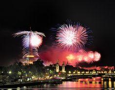 Fuochi d'artificio in #Paris. Foto di Lionel Collin.
