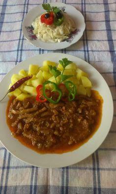 Szerző: Lőrincz Levente - Pacal pörkölt krumplival káposzta salival Food And Drink, Soup, Desk, Dishes, Recipes, Desktop, Table Desk, Tablewares, Recipies
