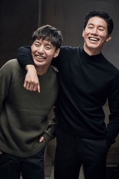 The newest stills for 'Forgotten' show a stark contrast between the friendly, loving relationship between the brothers before the kidnapping and the horror of that night. I'm curious to see how much both brothers have changed due to the horrible incident. Kang Haneul, Korean Entertainment News, Bok Joo, The Brethren, Relationships Love, Musical Theatre, Man Crush, Korean Actors, Korean Drama