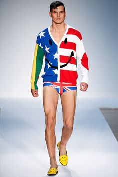 Explore the looks, models, and beauty from the Moschino Spring/Summer 2015 Menswear show in London on 16 June 2014 Mens Fashion Week, Fashion News, Men's Fashion, Dolly Fashion, Fashion Menswear, Paris Fashion, Moschino, Best Shopping Sites, 4th Of July Outfits